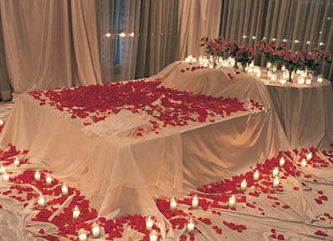 Decorar la habitación para una noche romántica