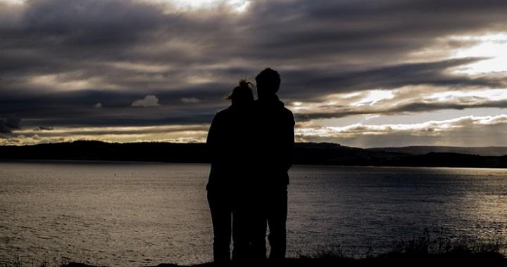 ♕ SPIRIT BRINGERS: EMPYREAN REALM. (SAGA DE DENEB) - Página 6 Abrazar-a-la-pareja