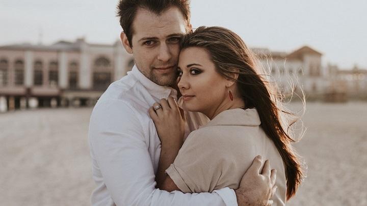 abrazo-en-pareja