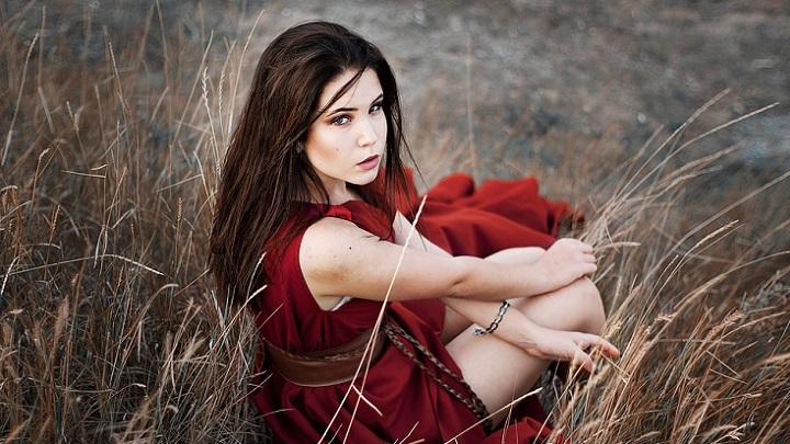 mujer-con-vestido-rojo