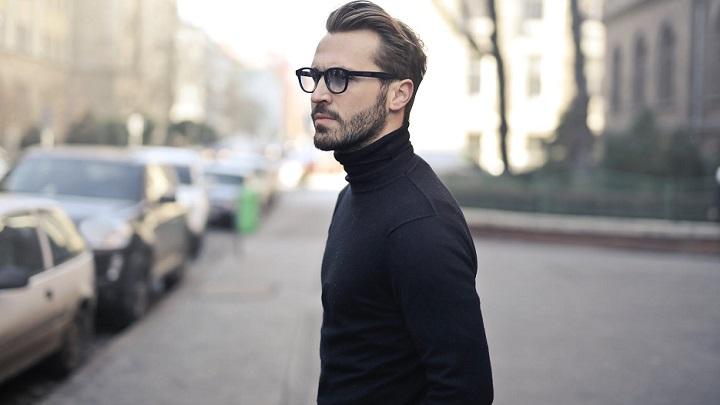 hombre-con-gafas-de-pasta