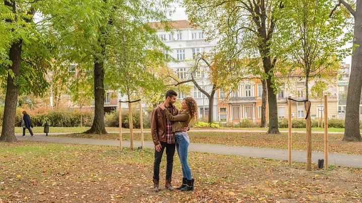 pareja-en-parque
