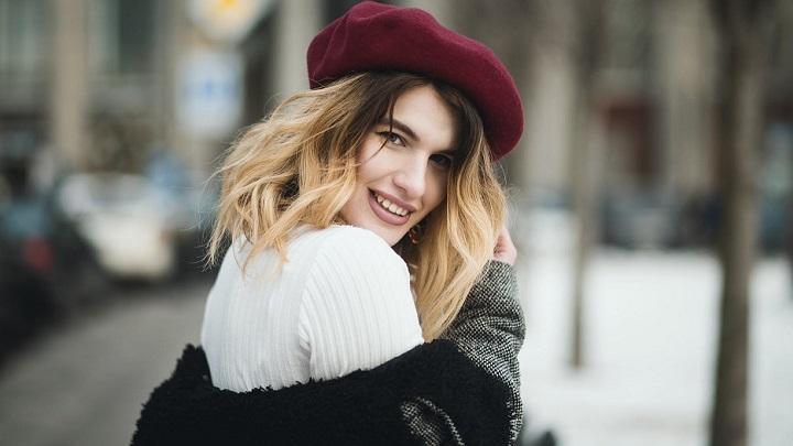 chica-con-sombrero