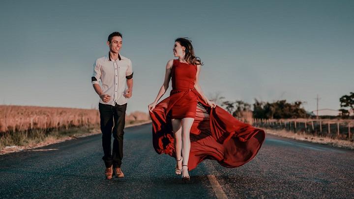 chica-con-vestido-rojo