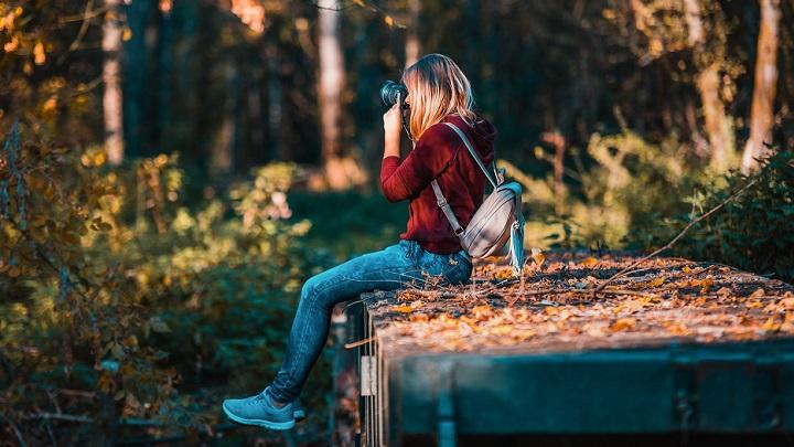 chica-haciendo-fotografias