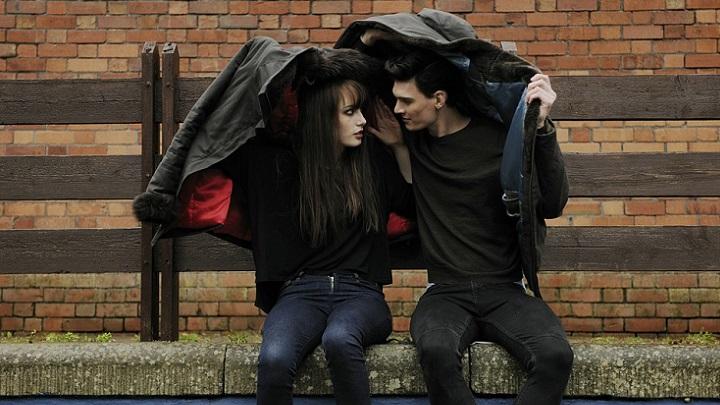 pareja-bajo-la-lluvia