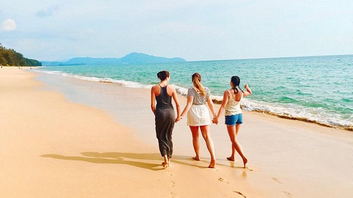 tres-chicas-en-la-playa