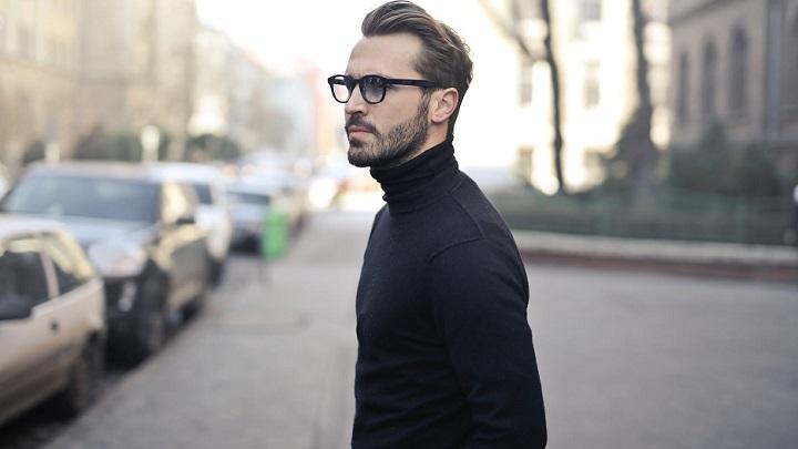 hombre-con-gafas-negras