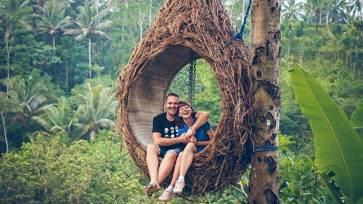 pareja-hace-turismo