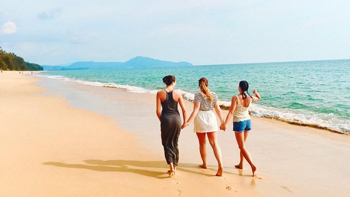 tres-amigas-en-la-playa