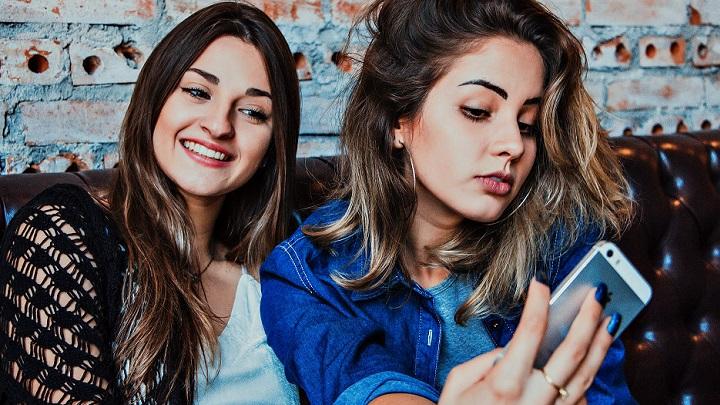 chicas-con-movil