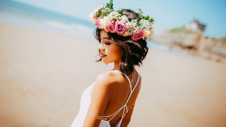 novia-con-corona-de-flores