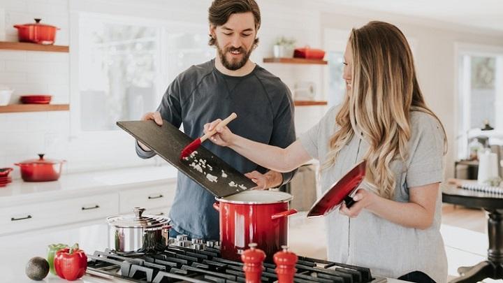 pareja-que-cocina