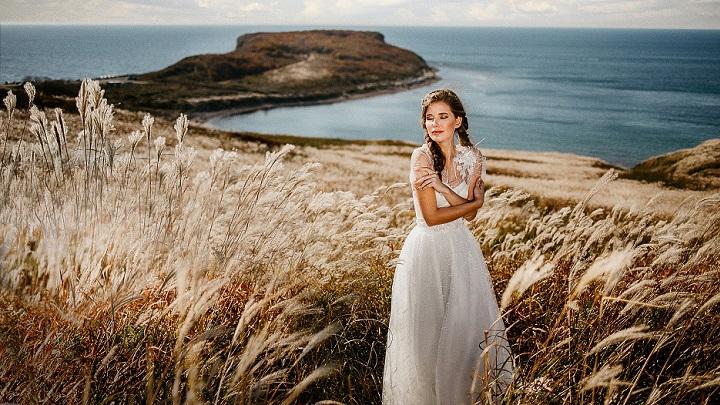 mujer-vestida-de-blanco