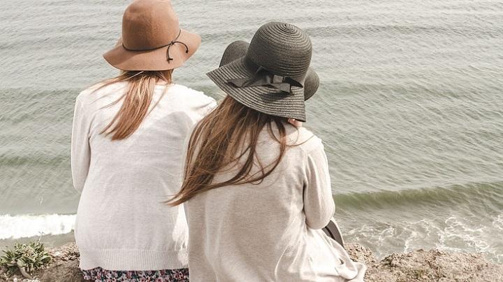chicas-con-sombrero