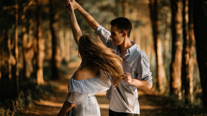 enamorados-en-el-bosque