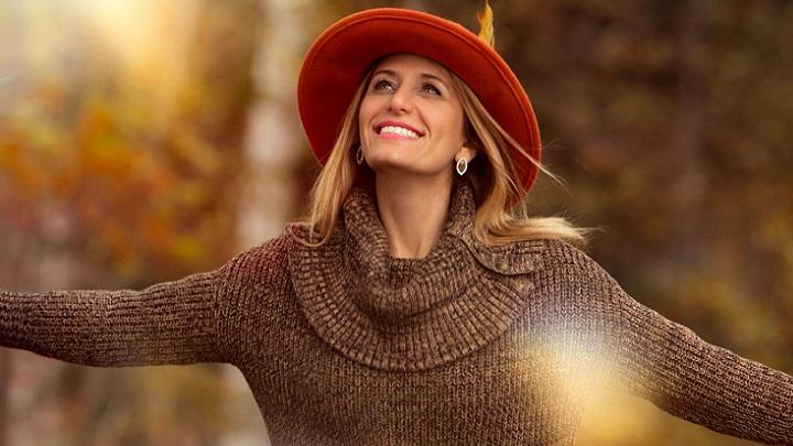 chica-de-sombrero-rojo