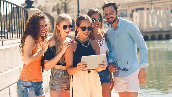 grupo-de-amigos-en-la-calle
