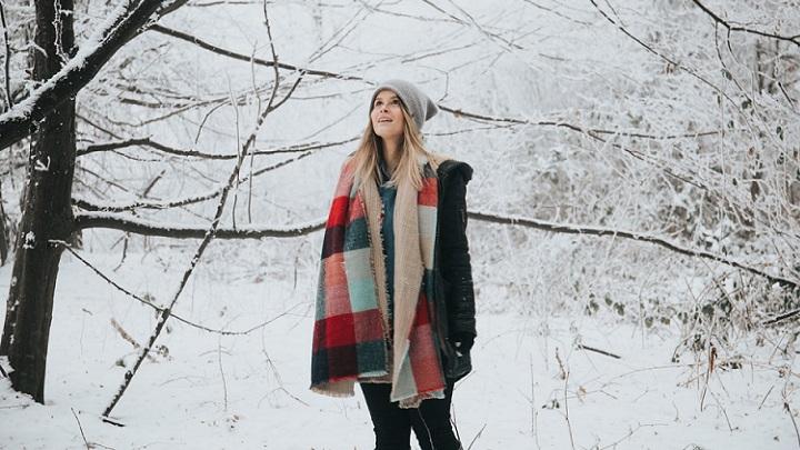 chica-en-día-de-nieve