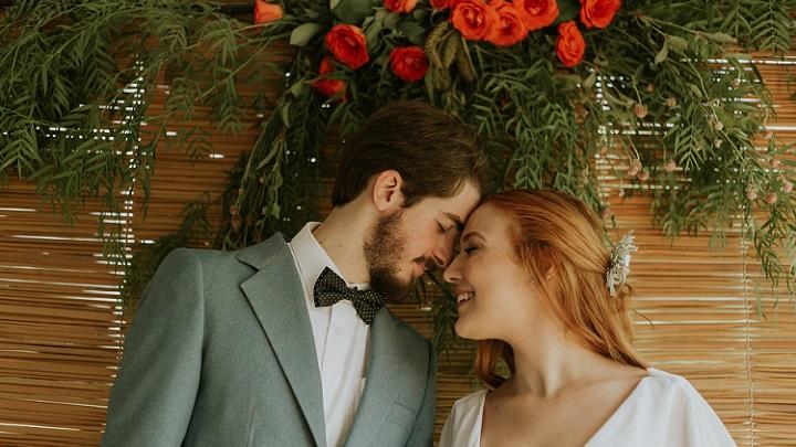 pareja-romantica-de-boda