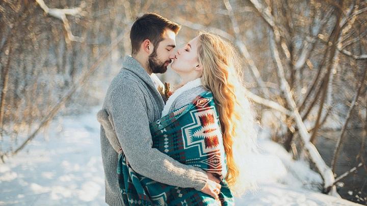 pareja-en-la-nieve