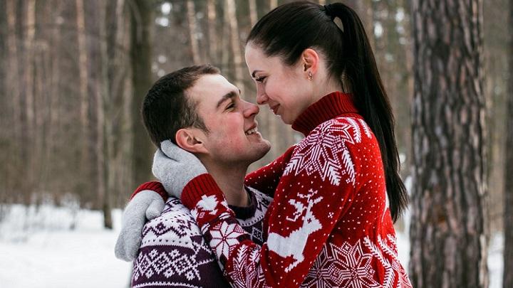 pareja-en-paisaje-de-nieve
