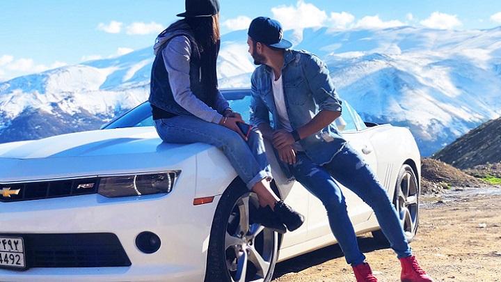 pareja-junto-al-coche