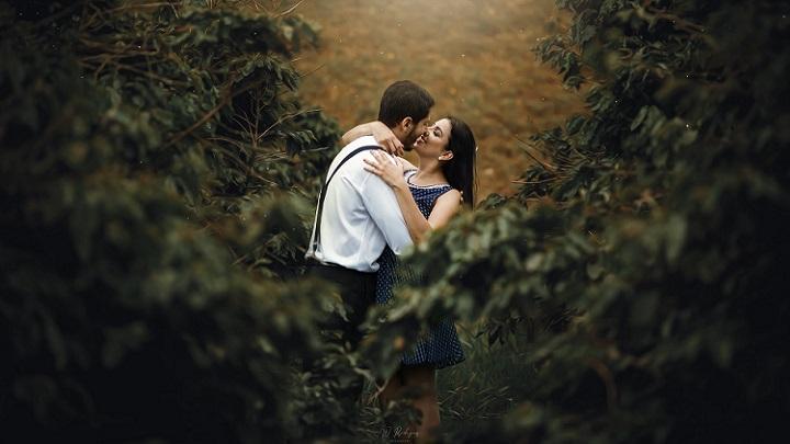 pareja-romantica-en-el-campo