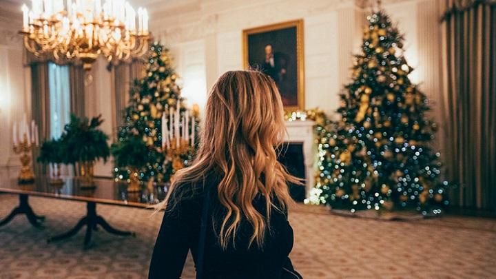 salon-decorado-en-navidad