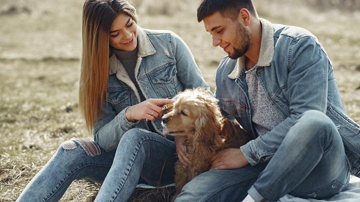 pareja-con-perro