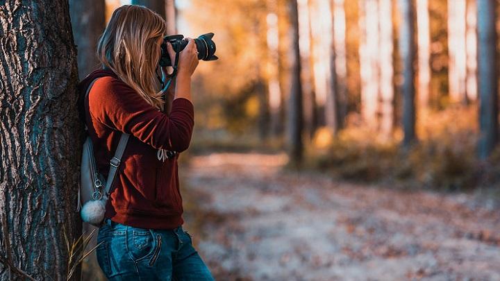 chica-fotografia-el-paisaje