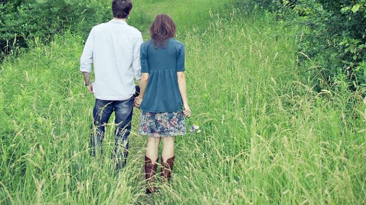 pareja-en-campo