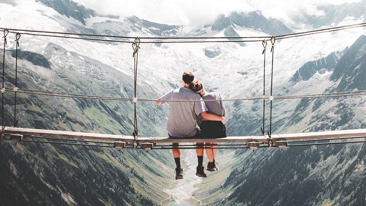 pareja-en-un-puente