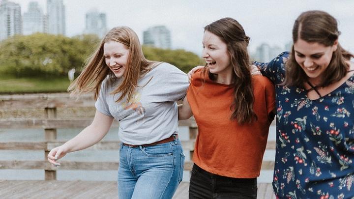 tres-amigas-felices