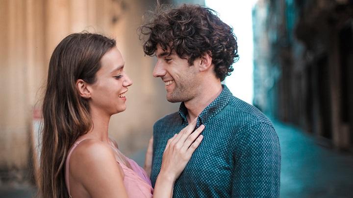 pareja-joven-y-enamorada