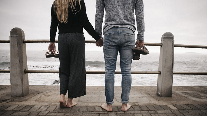 pareja-ante-el-mar