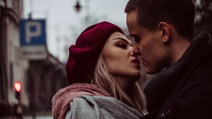pareja-enamorada-y-feliz