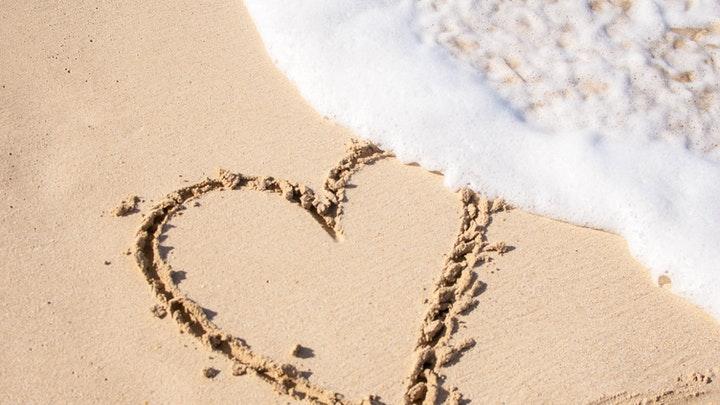 corazon-sobre-la-arena