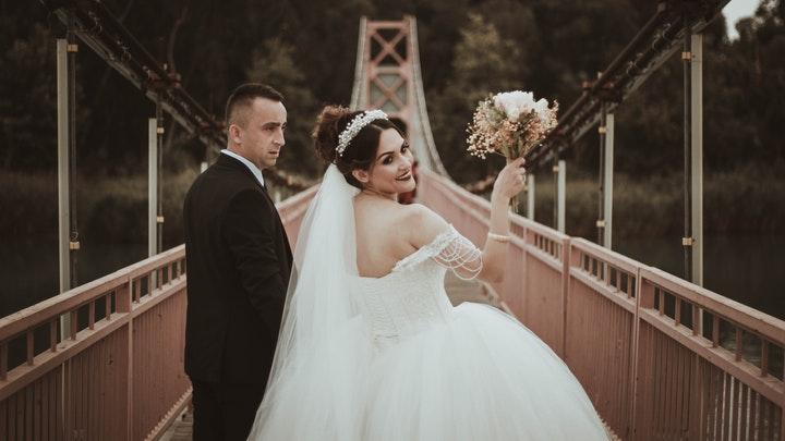 pareja-en-el-puente