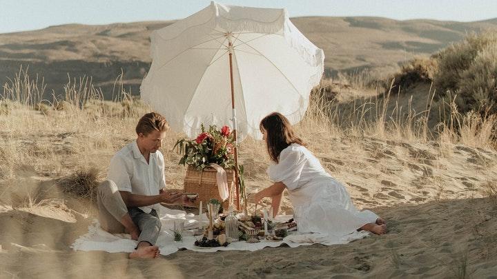 pareja-en-picnic