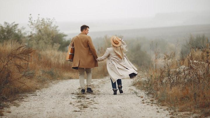 parejas-en-el-camino