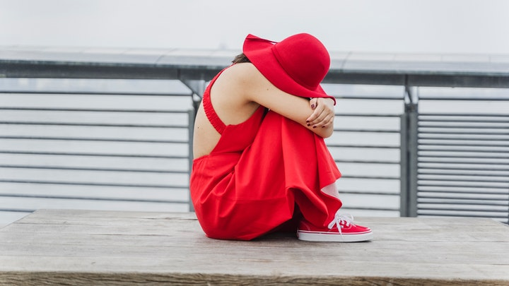 chica-vestida-de-rojo