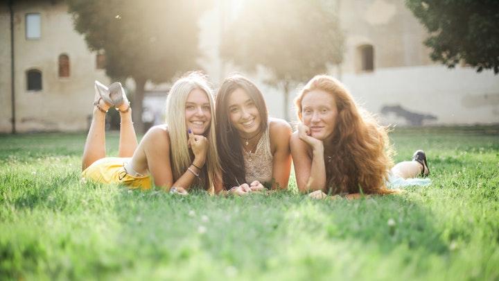 tres-amigas-en-campo