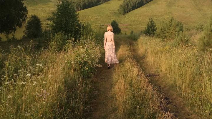 mujer-en-el-campo