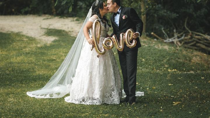 pareja-en-dia-de-boda