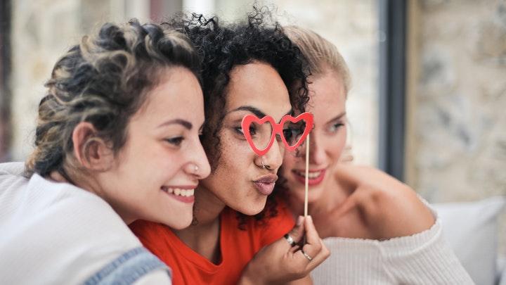 cuatro-consejos-para-estar-y-sentirte-cerca-de-tus-amigos